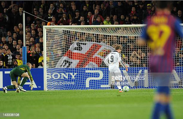 Chelsea's Spanish forward Fernando Torres shoots and scores against Barcelona during the UEFA Champions League second leg semifinal football match...