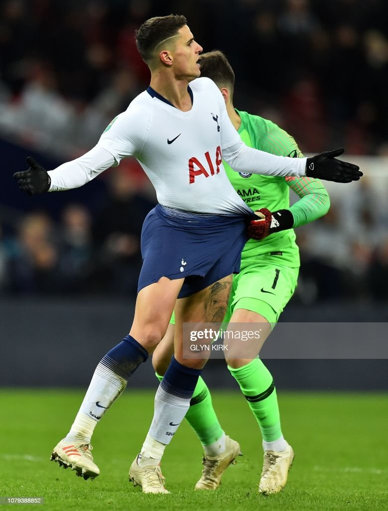 timeless design bf86d 18cf9 Chelsea's Spanish goalkeeper Kepa Arrizabalaga pulls on the ...