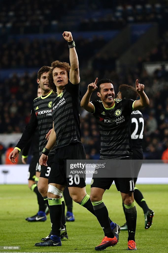 Chelsea's Spanish midfielder Pedro (R) celebrates with teammates after scoring their third goal during the English Premier League football match between Leicester City and Chelsea at King Power Stadium in Leicester, central England on January 14, 2017. / AFP / Adrian DENNIS / RESTRICTED TO EDITORIAL USE. No use with unauthorized audio, video, data, fixture lists, club/league logos or 'live' services. Online in-match use limited to 75 images, no video emulation. No use in betting, games or single club/league/player publications. /