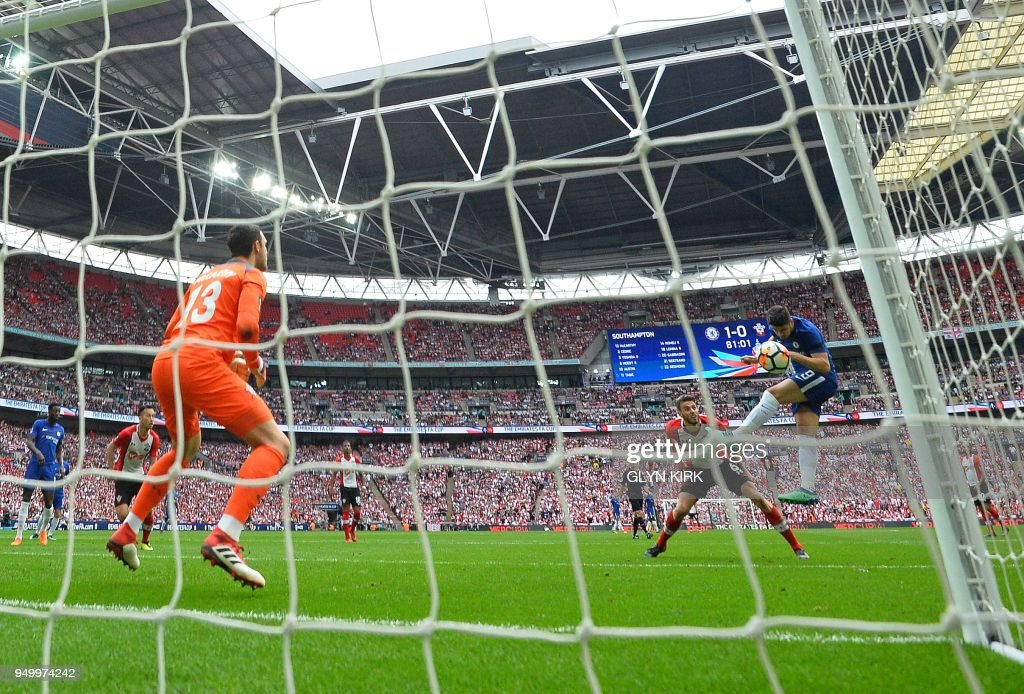 Chelsea's Spanish striker Alvaro Morata (R) scores his team's second goal during the English FA Cup semi-final football match between Chelsea and Southampton at Wembley Stadium in London, on April 22, 2018. - Chelsea won the match 2-0. (Photo by Glyn KIRK / AFP) / NOT