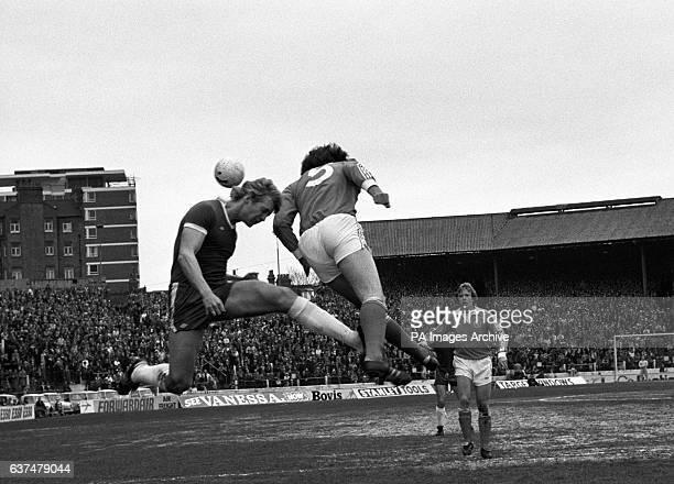 Chelsea's Steve Wicks and Blackpool's Paul Hart battle for the ball
