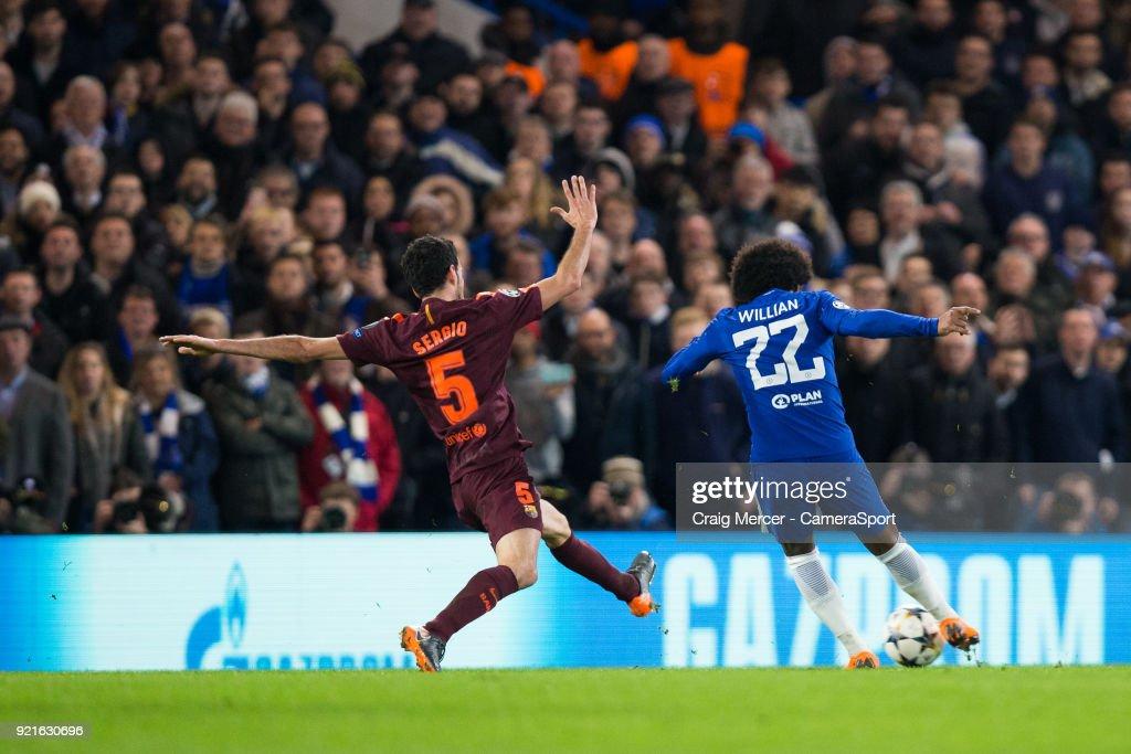 Chelsea FC v FC Barcelona - UEFA Champions League Round of 16: First Leg : Foto di attualità