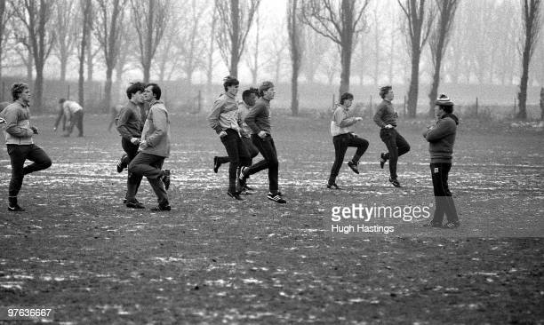 HARLINGTON LONDON ENGLAND DECEMBER 1985 Chelsea's youth team training in the snow with Gwyn Williams and Ian McNeill during a training session held...