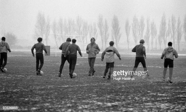 HARLINGTON LONDON ENGLAND DECEMBER 1985 Chelsea's youth team training in the snow with Gwyn Williams during a training session held in December 1985...