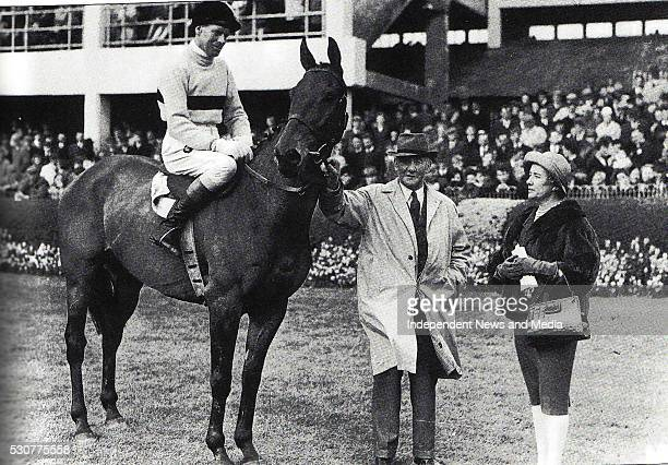 Cheltenham Gold Cup winner Arkle with jockey Pat Taaffe trainer Tom Draper and the horse's ownerAnne Duchess of Westminster at the 1965 Spring at the...