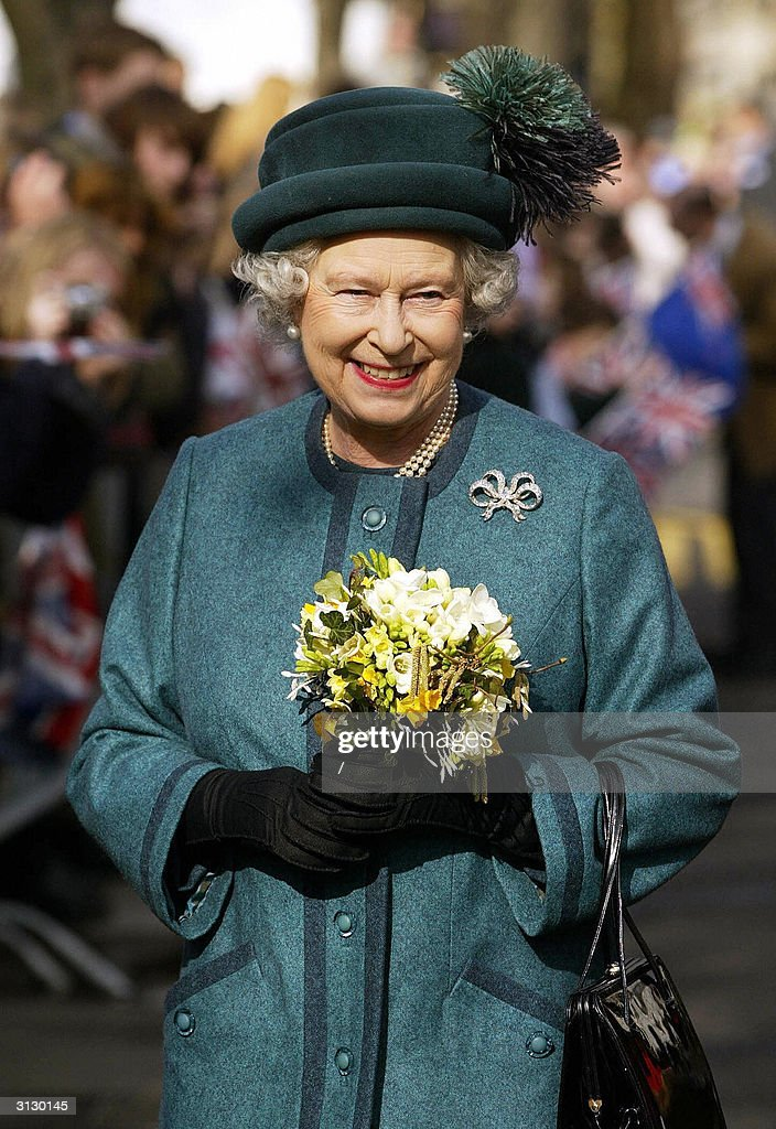 Queen Elizabeth II is greeted by wellwis : News Photo