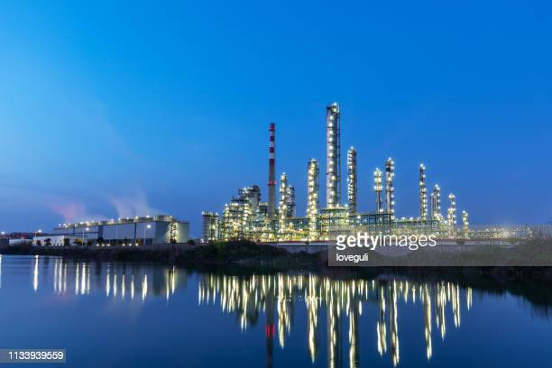 chemical plant at night - zhejiang province stock pictures, royalty-free photos & images