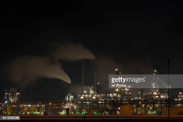 Chemiefabrik bei Nacht