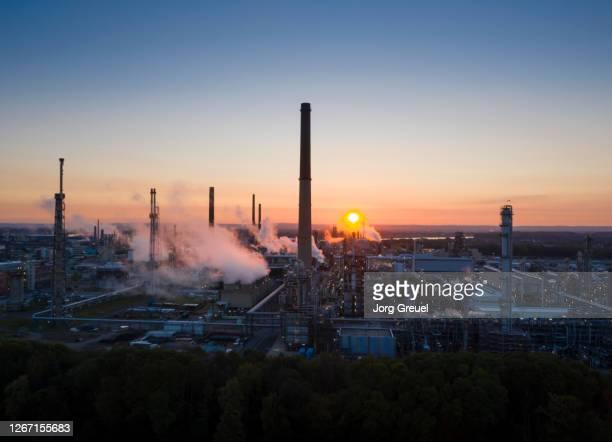 chemical plant at sunrise - north rhine westphalia imagens e fotografias de stock