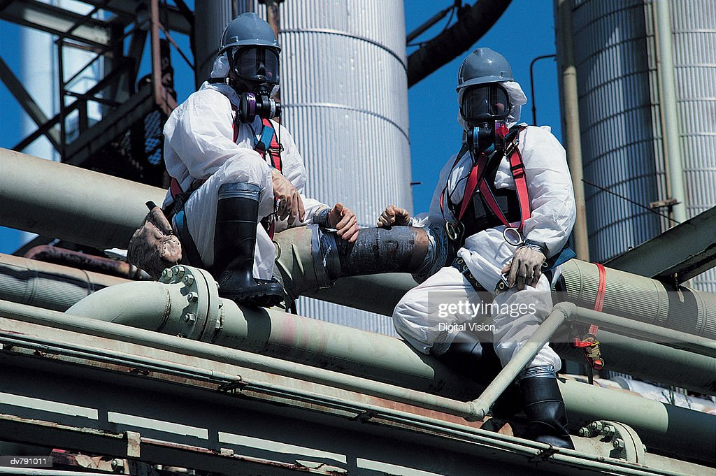 Chemical refinery, asbestos removal : Photo