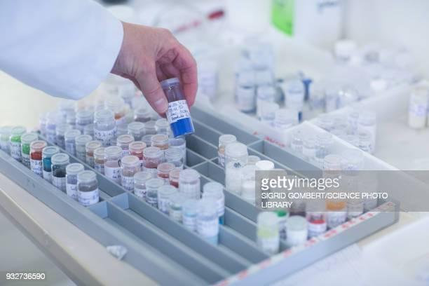 chemist working with samples - sigrid gombert stockfoto's en -beelden