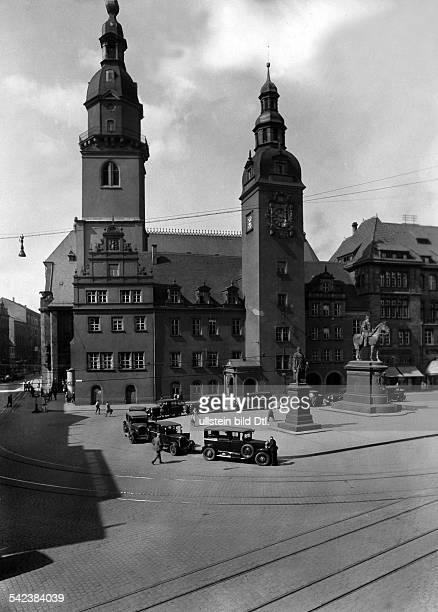 Chemnitz Markt mit altem Rathausum 1928