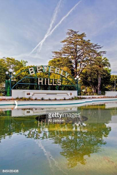 chemtrails above beverly gardens park - chemtrails stock-fotos und bilder