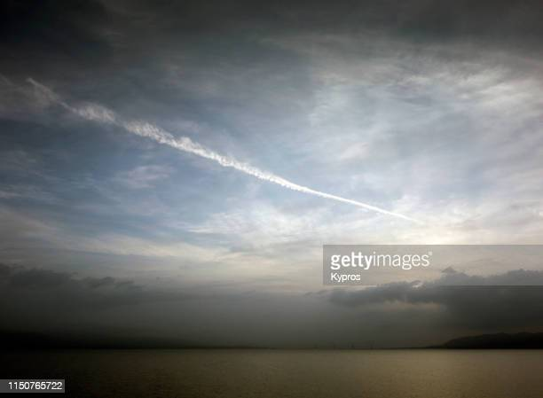 chemtrails or skytrails (depending on your point of view and knowledge) - greece - chemtrails stock-fotos und bilder