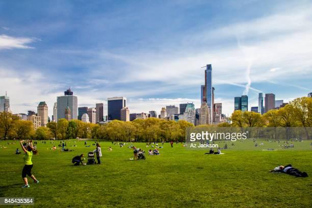 chemtrails over new york city - chemtrails stock-fotos und bilder