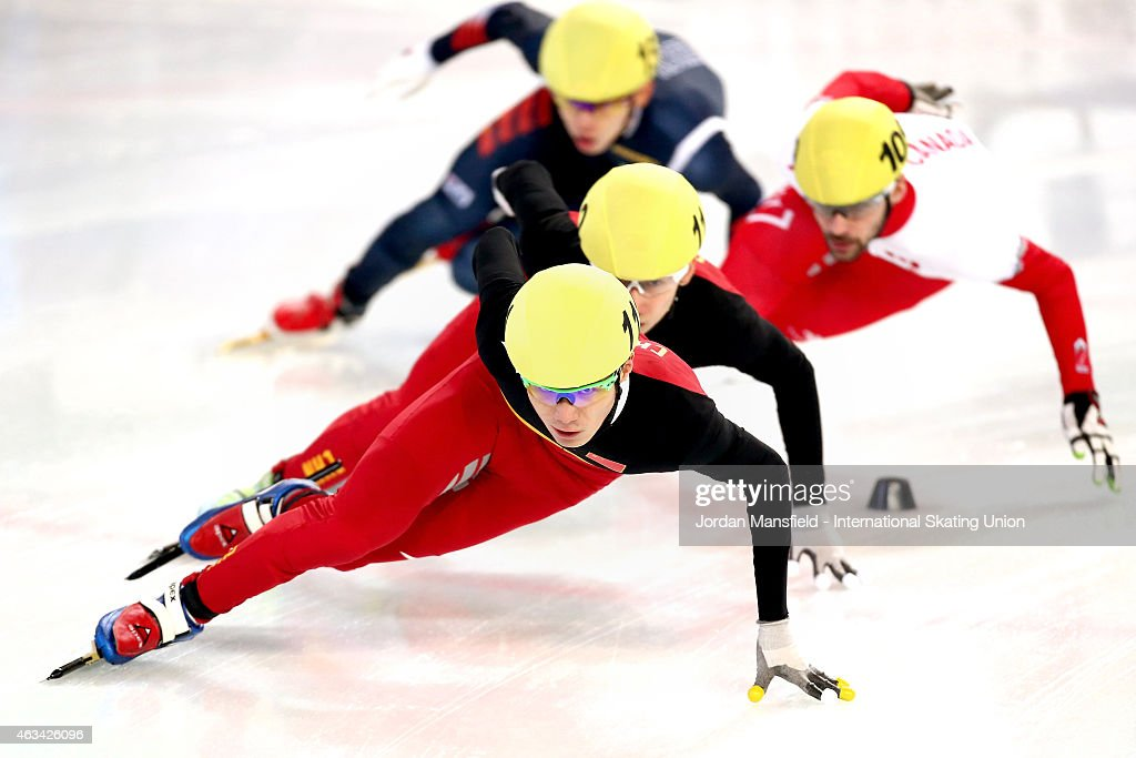 Chen Dequan of China leads the pack into the corner during the Men's 1500m semi-finals on day one of the ISU World Cup Short Track Speed Skating on February 14, 2015 in Erzurum, Turkey.