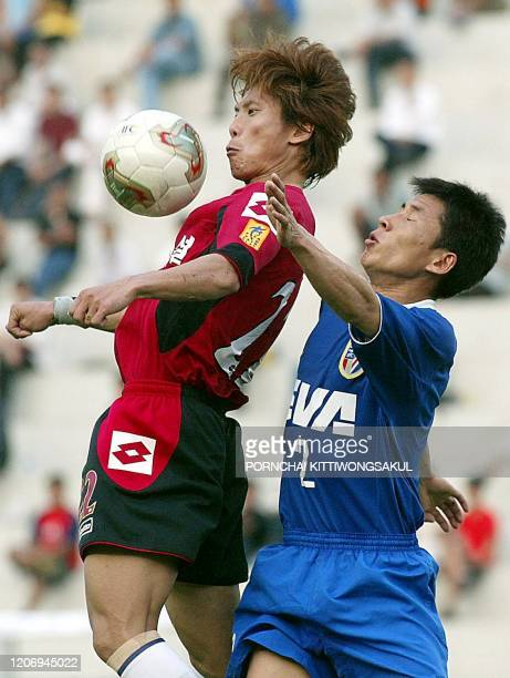 Chen Geng , of Shanghai Shenhua battles for the ball with Gong Oh Kyun of Taejon Citizen of South Korea during the AFC Champions League 2002/03...