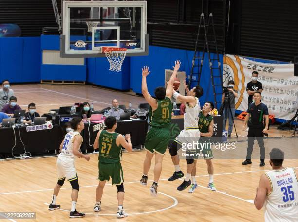 Chen Ju Lu of Yulon Luxgen Dinos attempts to layup during the SBL Finals Game Six between Taiwan Beer and Yulon Luxgen Dinos at Hao Yu Trainning...