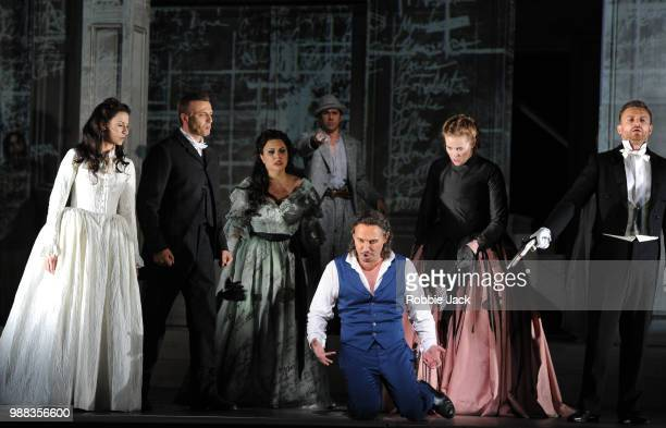 Chen Reiss as Zerlina Anatoli Sivko as Masetto Hrachuhi Bassenz as Donna Elvira Ildebrando D'Arcangelo as Leporello Mariusz Kwiecien as Don Giovanni...