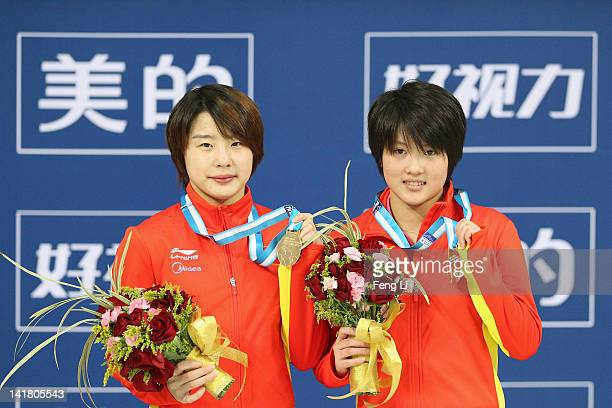 Chen Ruolin and Wang Hao of China pose with their gold medals after the Women's 10m Platform Synchro Final during day two of the FINA/Midea Diving...