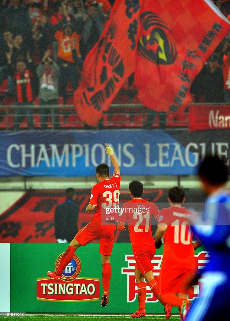 Chen Zijie (L) of China's Guizhou Renhe celebrates after scoring a goal against South Korea's Ulsan Hyundai during their AFC Champions League group H first round match at the Guiyang Olympic Centre Stadium, in Guiyang, Guizhou province on April 1, 2014. Renhe beat Ulsan 3-1. CHINA