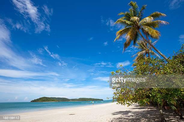 chenang strand insel langkawi in malaysia - malaysia stock-fotos und bilder