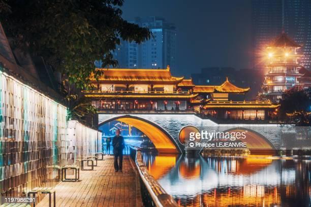 chengdu anshun bridge illuminated at night - 成都 ストックフォトと画像