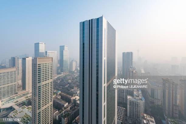 chengdu skyline in the haze - 成都 ストックフォトと画像