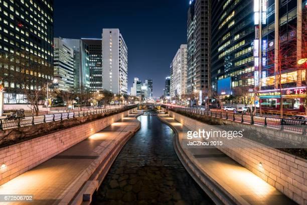 cheonggyecheon stream nightscape of seoul,south korea - seoul stock-fotos und bilder