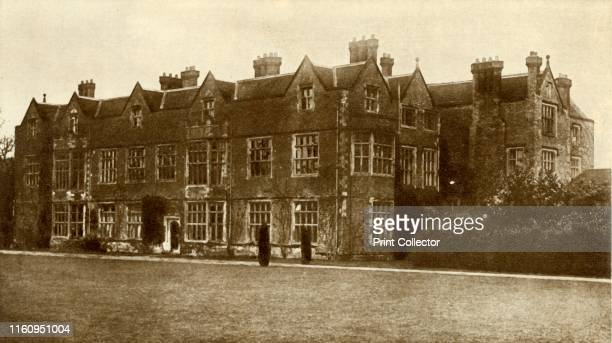 Chequers Buckinghamshire In 1917 Sir Arthur Lee presented his 16thcentury house to the nation as the official country residence of the British prime...
