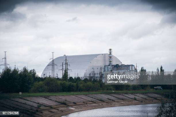 chernobyl new safe confinement - chernobyl stockfoto's en -beelden