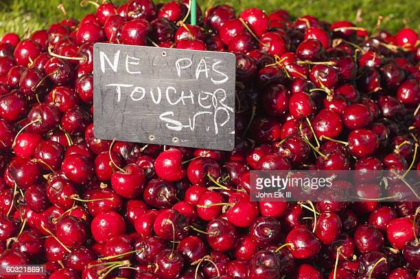 cherries for sale with french do not touch sign - sale la rochelle stock pictures, royalty-free photos & images