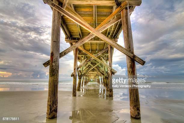cherry grove pier, north myrtle beach - carolina cherry photos et images de collection