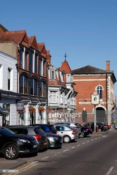 chertsey hall and town centre - ラニーメイド ストックフォトと画像