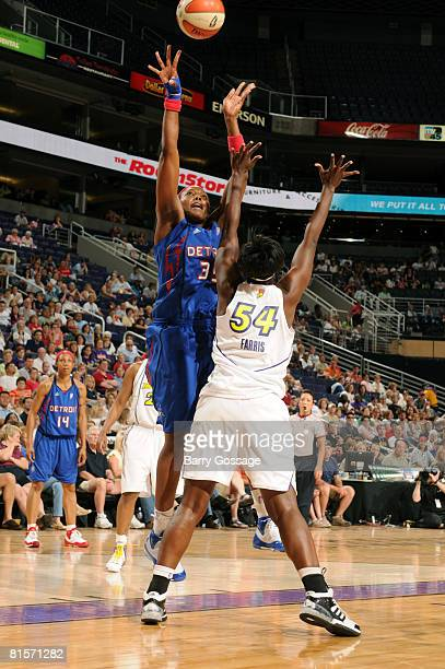 Cheryl Ford of the Detroit Shock shoots against Barbara Farris of the Phoenix Mercury on June 14 at US Airways Center in Phoenix Arizona NOTE TO USER...