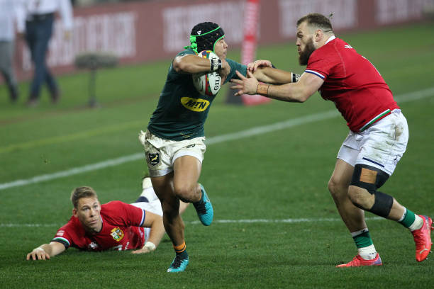 CAPE TOWN, SOUTH AFRICA - AUGUST 07: Cheslin Kolbe of South Africa fends off Luke Cowan-Dickie of the British & Irish Lions during the Castle Lager Lions Series 3rd Test match between South Africa and British and Irish Lions at Cape Town Stadium on August 07, 2021 in Cape Town, South Africa. (Photo by EJ Langner/Gallo Images)