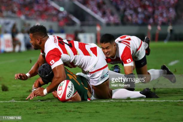Cheslin Kolbe of South Africa scores his side's first try during the international match between Japan and South Africa at Kumagaya Rugby Stadium on...