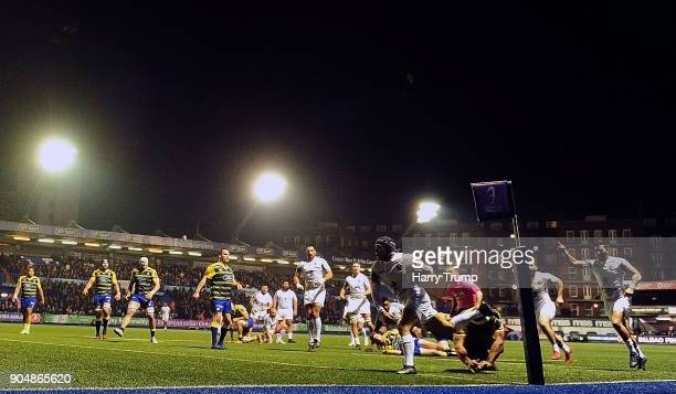 Cheslin Kolbe of Toulouse races in to score his sides first try during the European Rugby Challenge Cup match between Cardiff Blues and Toulouse at...