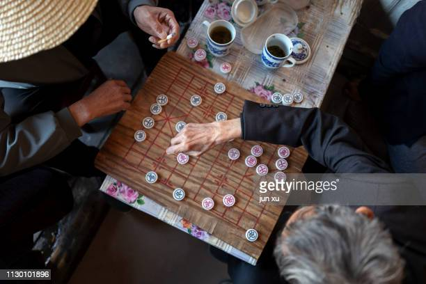 chess and tea in a teahouse - cérémonie photos et images de collection