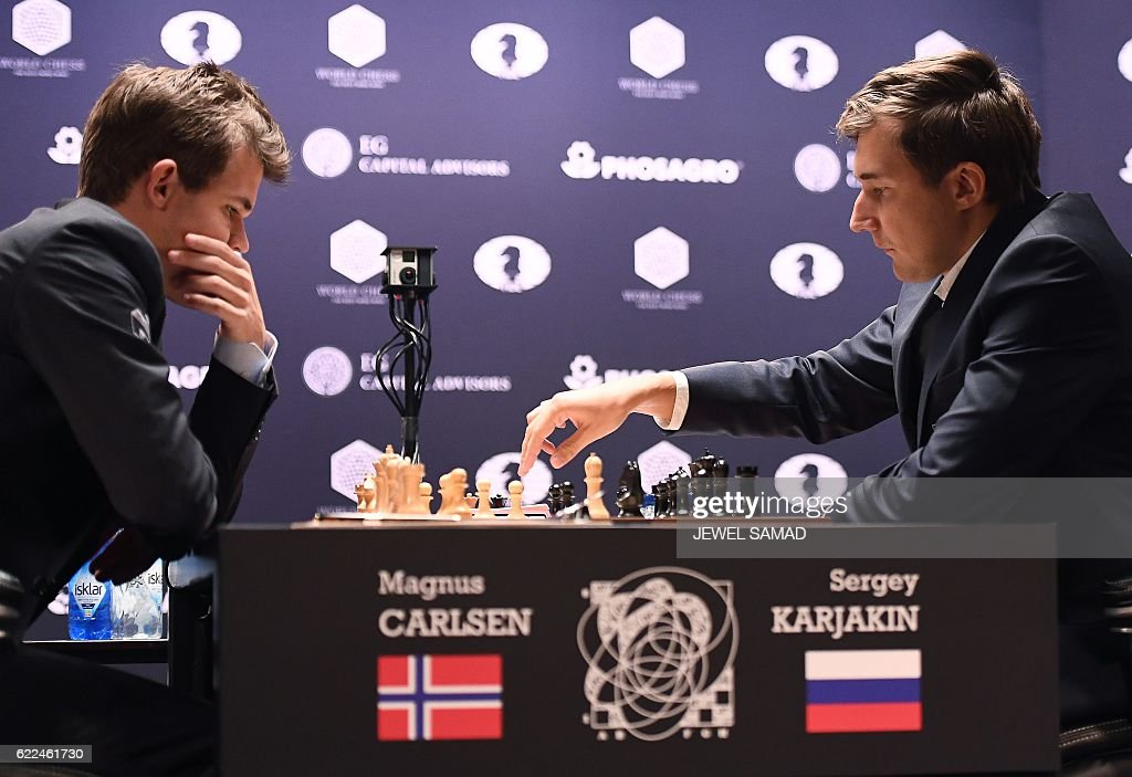 Chess grandmaster and current world chess champion Magnus Carlsen (L) of Norway looks as challenger Sergey Karjakin of Russia makes a move during their World Chess Championship 2016 round 1 match in New York on November 11, 2016. / AFP / Jewel SAMAD