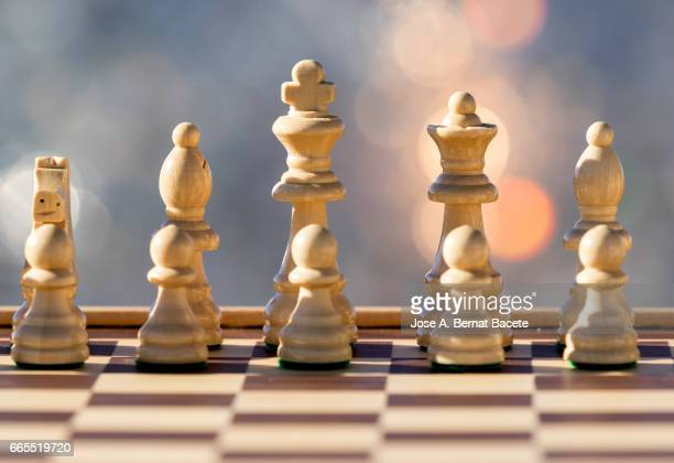 chessboard on a table illuminated by the light of the sun outdoors - resplandor del objetivo stock pictures, royalty-free photos & images