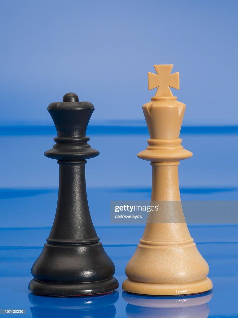 Schachfiguren auf Blau : Stock-Foto