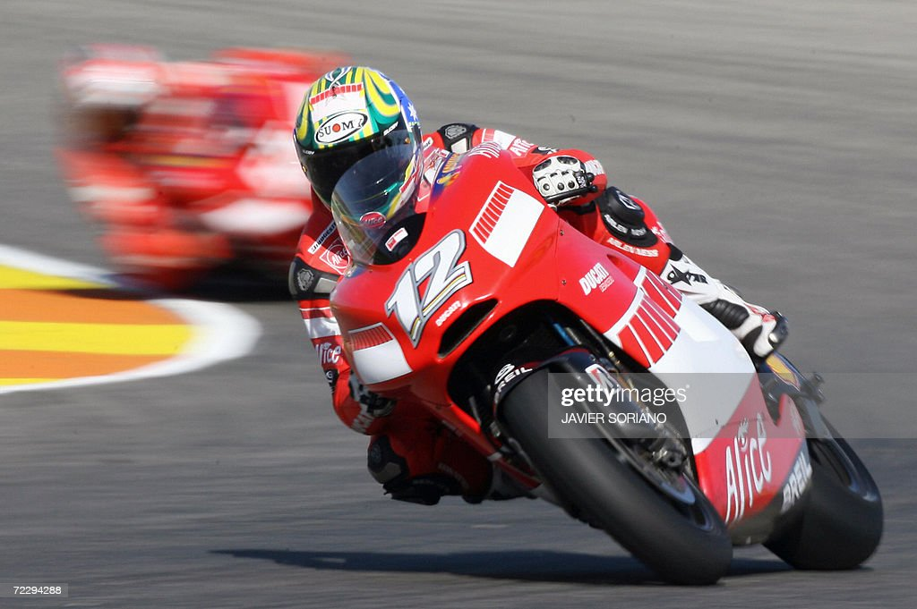 Australia's Troy Bayliss powers his Ducati during the Valencia Grand Prix at the Ricardo Tormo racetrack in Cheste, 29 October 2006.