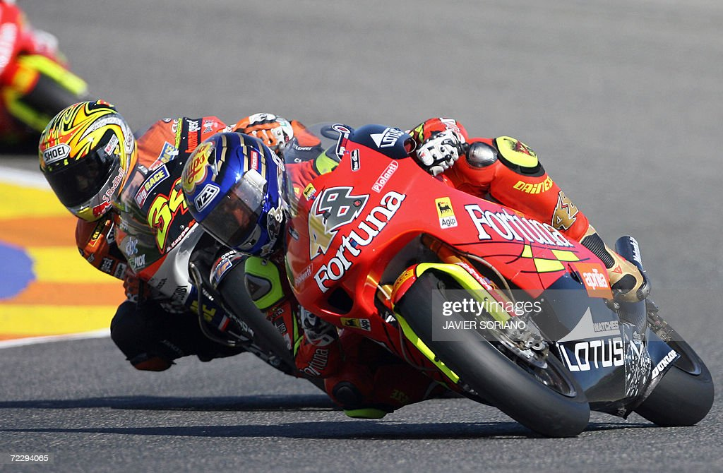 Spain's Jorge Lorenzo powers his aprilia followed by Italian Andrea Dovizioso during the 250cc. race at the Valencia Grand Prix at the Ricardo Tormo racetrack in Cheste, 29 October 2006.
