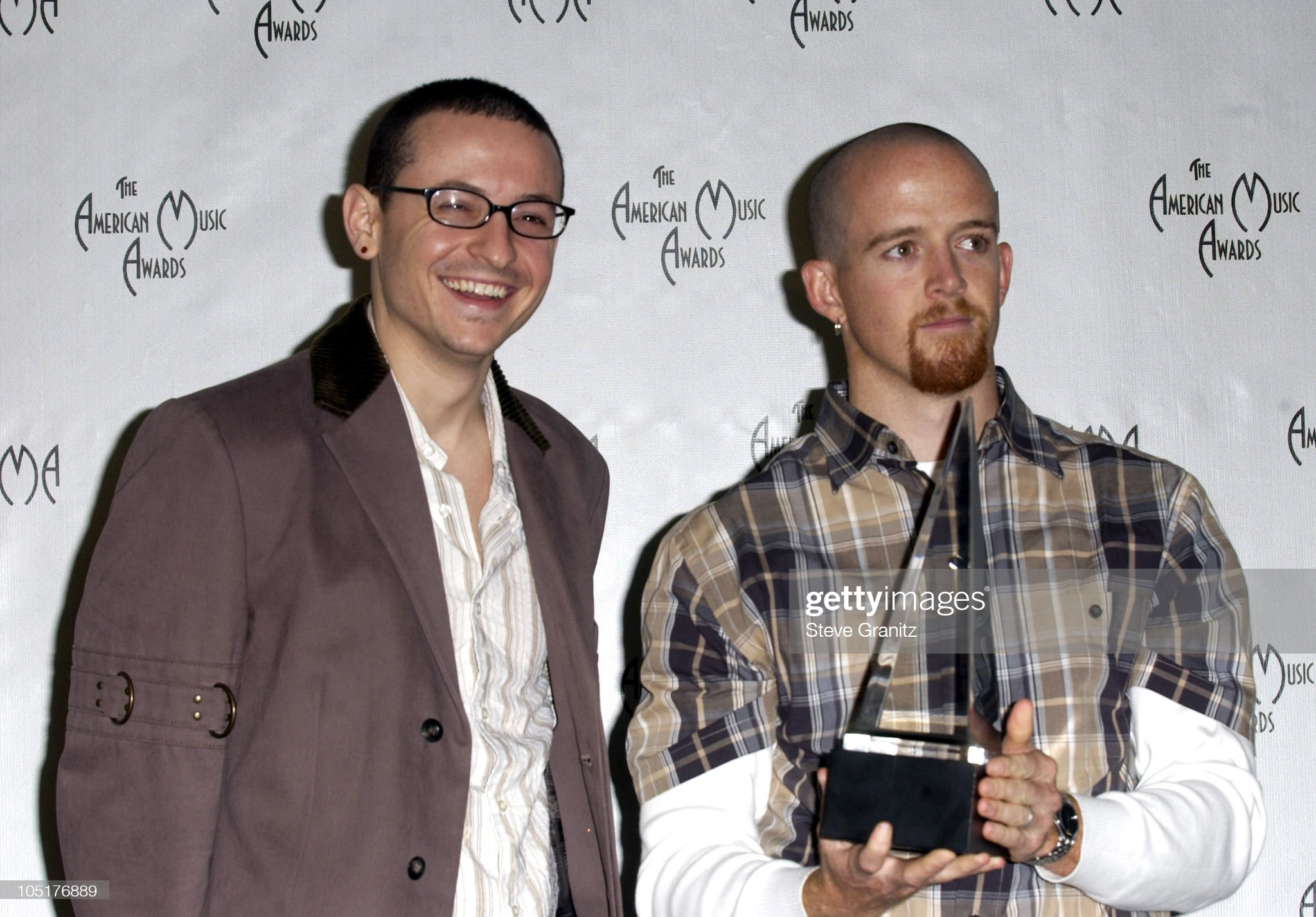¿Cuánto mide Chester Bennington? - Altura - Real height Chester-bennington-and-phoenix-of-linkin-park-winners-for-favorite-picture-id105176889?s=2048x2048