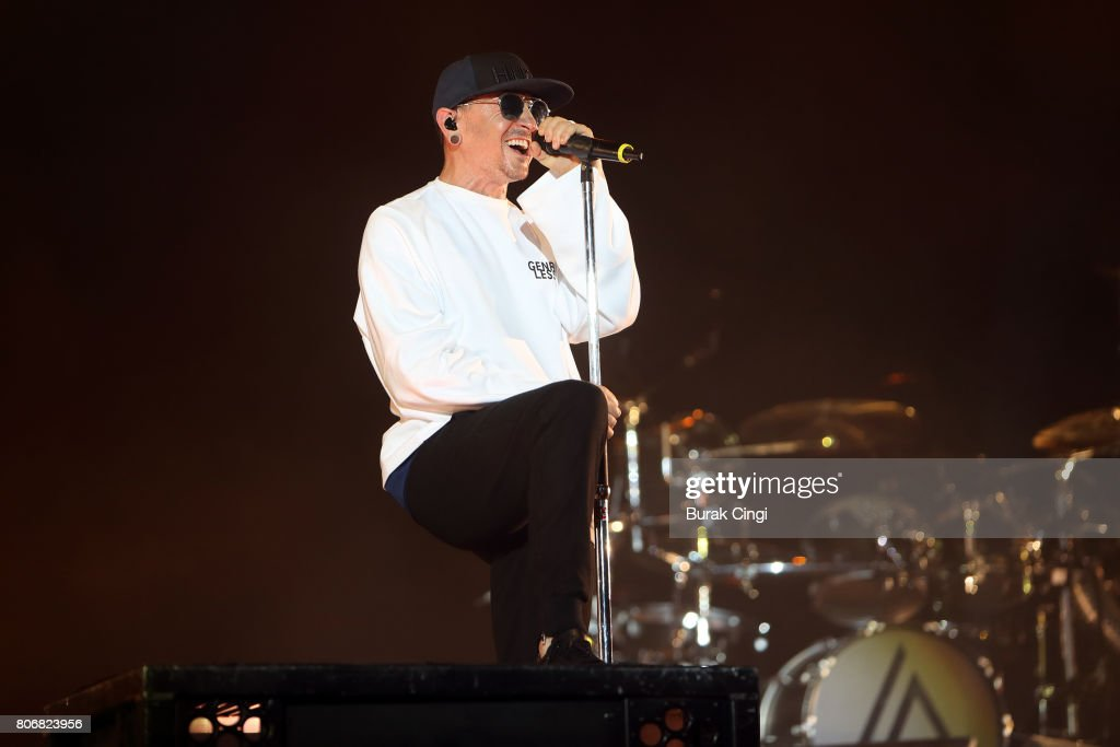 Linkin Park Perform At The 02 : News Photo