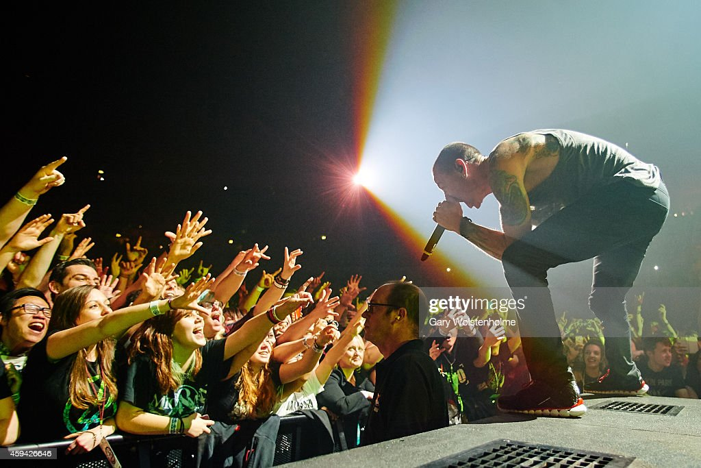 Linkin Park Perform At Phones4U Arena In Manchester : News Photo
