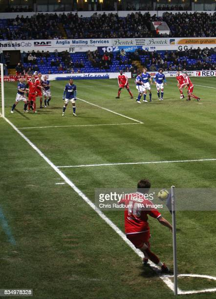 Chesterfield's Darren Currie takesd a corner kick