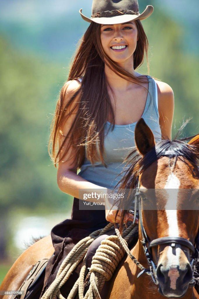 16 Gorgeous Chestnut Brown Hair Color Ideas - L'Oréal Paris  Chestnut Beauty