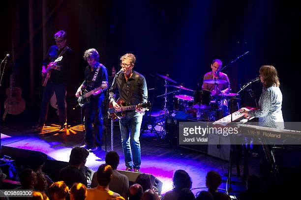 Chet Lyster Marc Perlman Gary Louris Tim O'Reagan and Karen Grotberg of The Jayhawks perform on stage at Sala Apolo on September 22 2016 in Barcelona...